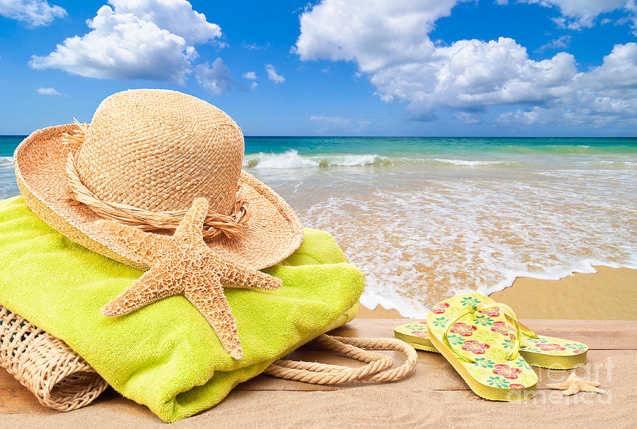 В Испании изымают брошенные на пляже вещи