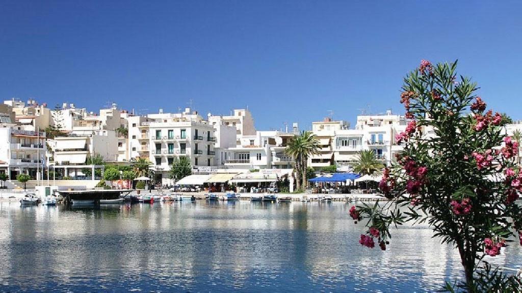 Туристов-украинцев в Греции стало намного меньше